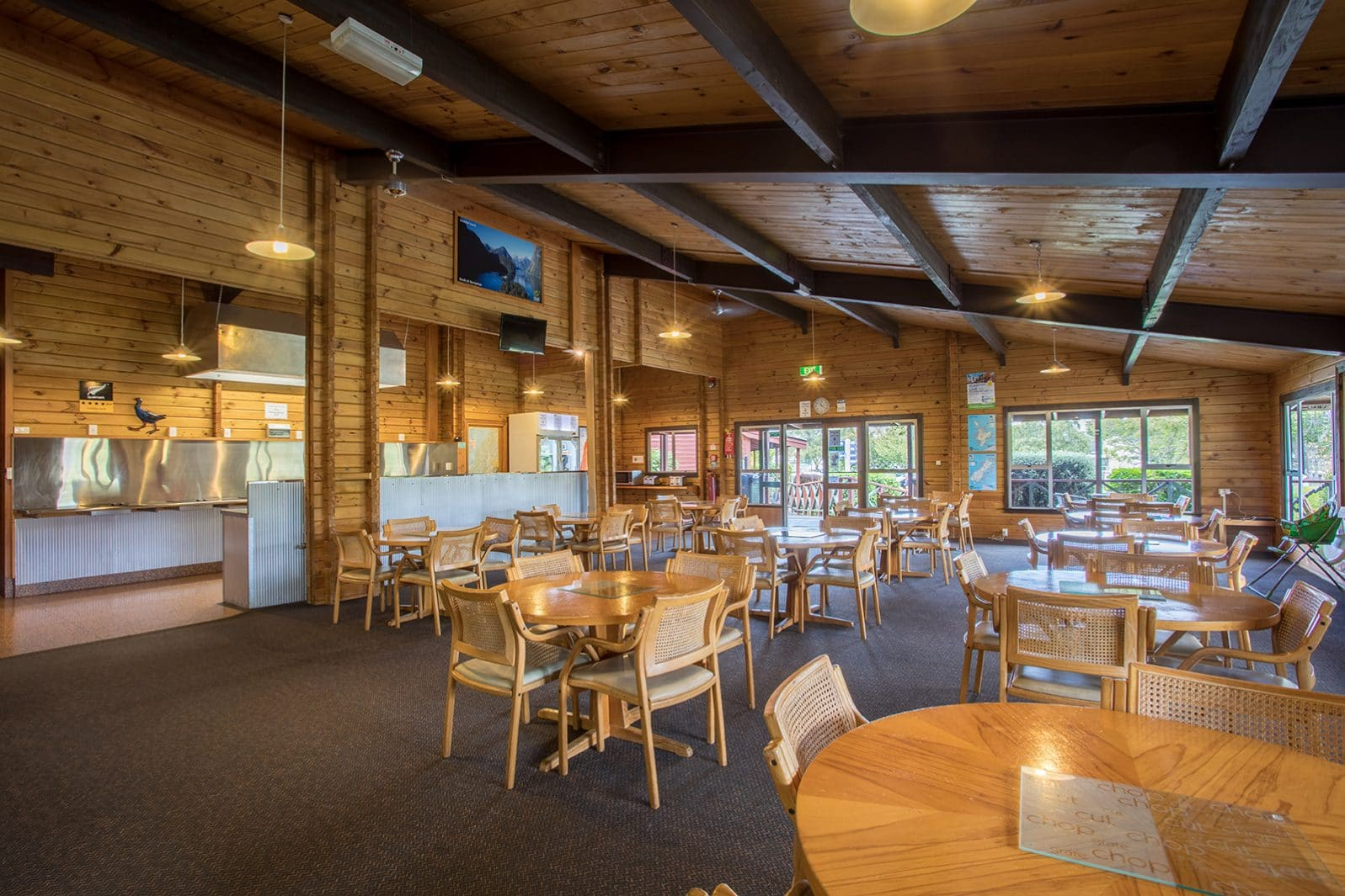Te Anau TOP 10 Holiday Park - communal dining