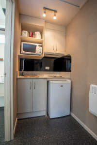Te Anau motel accommodation - kitchenette